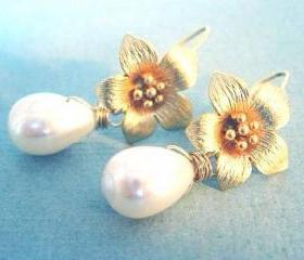 Golf Flower and Teardrop Pearl Earrings